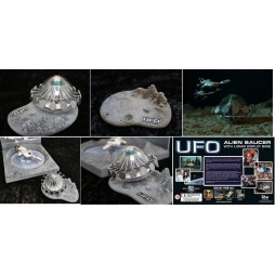 Gerry Anderson\'s UFO - UFO - Alien Saucer With Lunar Display Base - Modello Assemblato