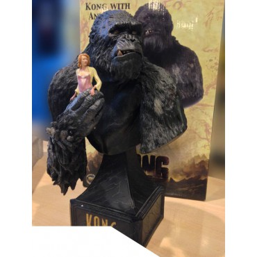 King Kong - The 8th Wonder Of The World Movie - King Kong Bust With Girl in Hand