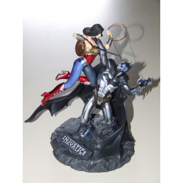 Injustice Collector Box - Batman vs Wonder Woman (SOLO STATUA NO GIOCO)